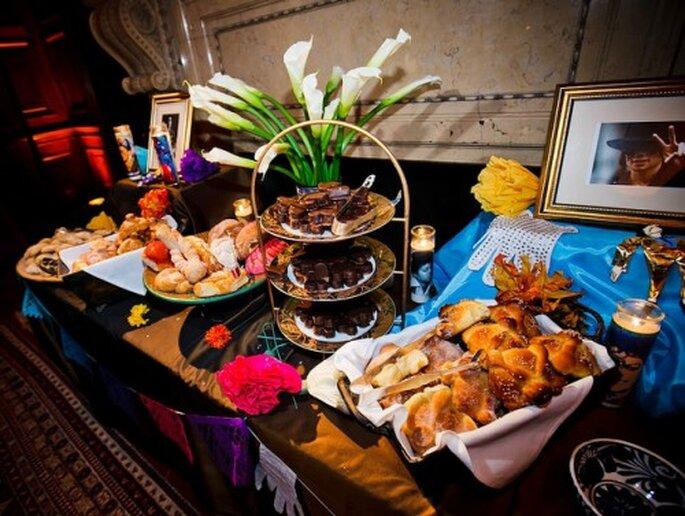 Mesa de postres con pan de muerto y pan dulce mexicano - Foto Ollin76 en Flickr