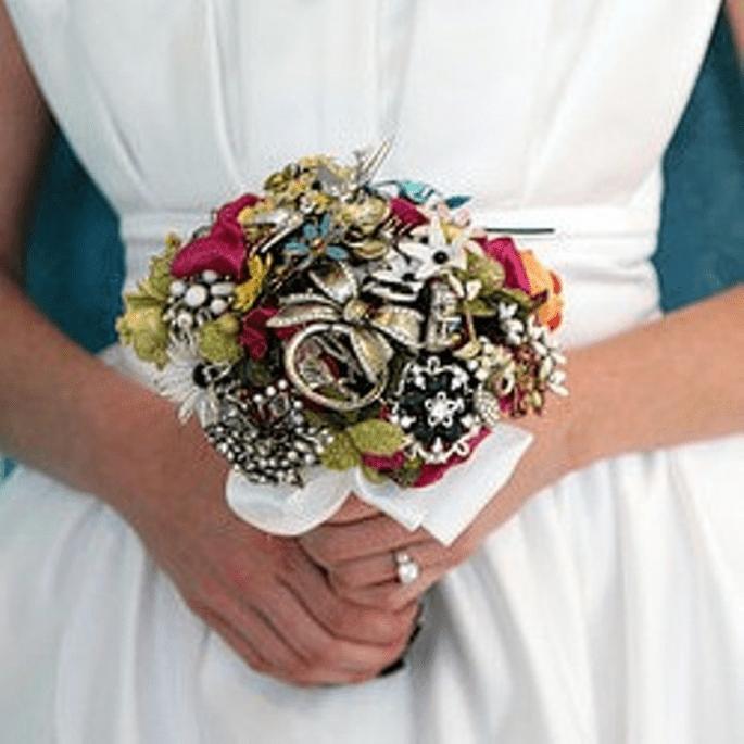 Für immer haltbar - Foto: Brooch-Bouquet-by-Fantasy-Floral-Designs
