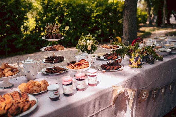 Délices Éphémères - Le brunch du lendemain de votre mariage avec des viennoiseries, gâteaux, confitures ...