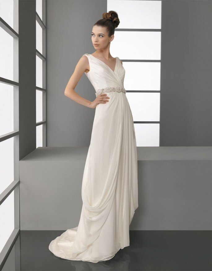 Una novia parece más delgada con un vestido de estilo romano. Foto: Aire