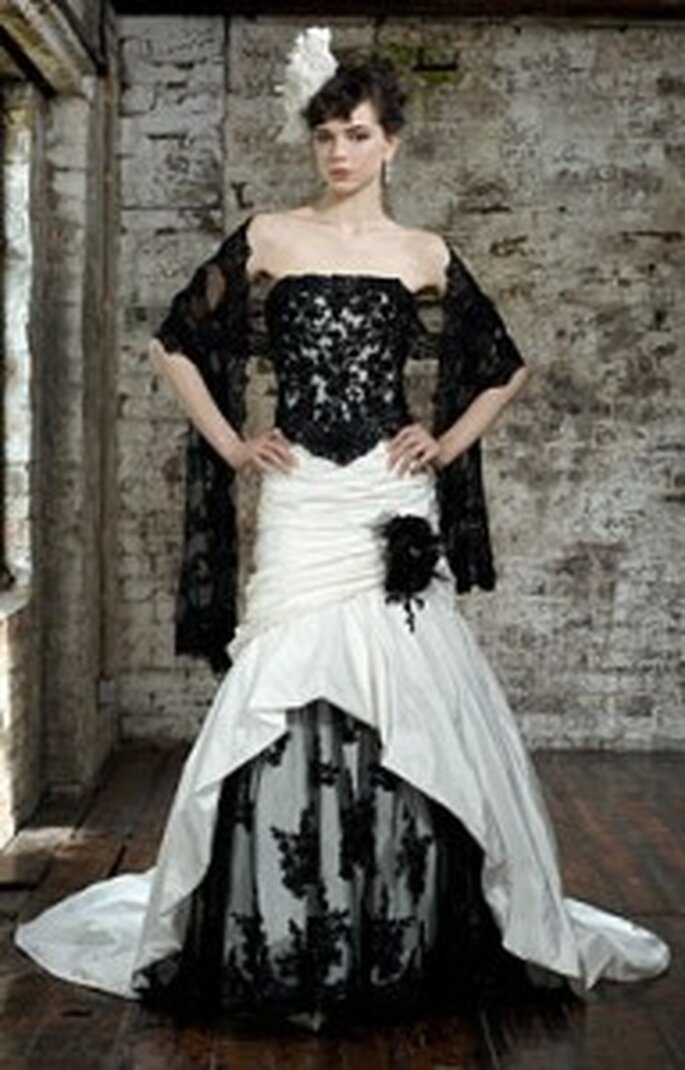 Brautkleid in Schwarz-Weiss von Ian Stuart