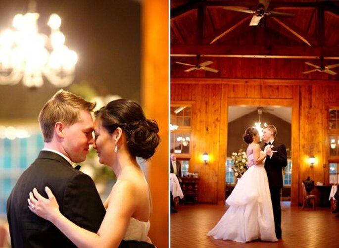 Cheryl y Matthew bailando su primer vals como esposos - Foto Jen Lynne