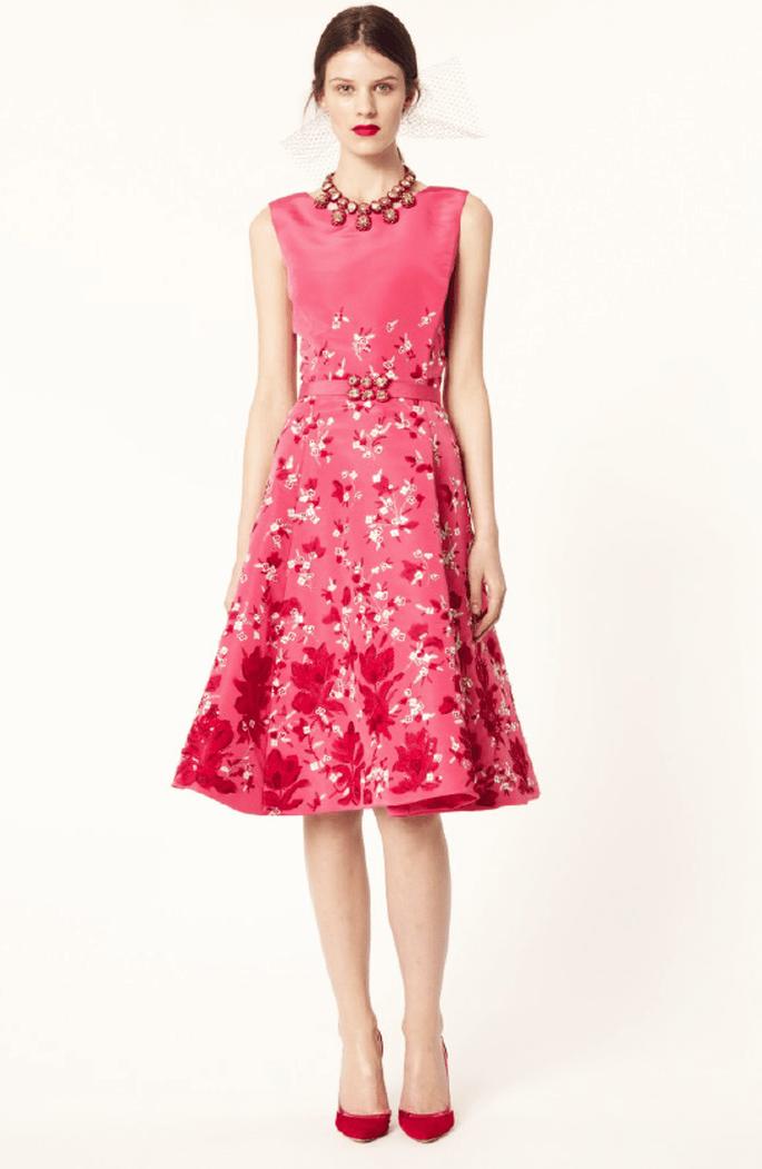 Vestido con falda midi en color rosa y estampado floral