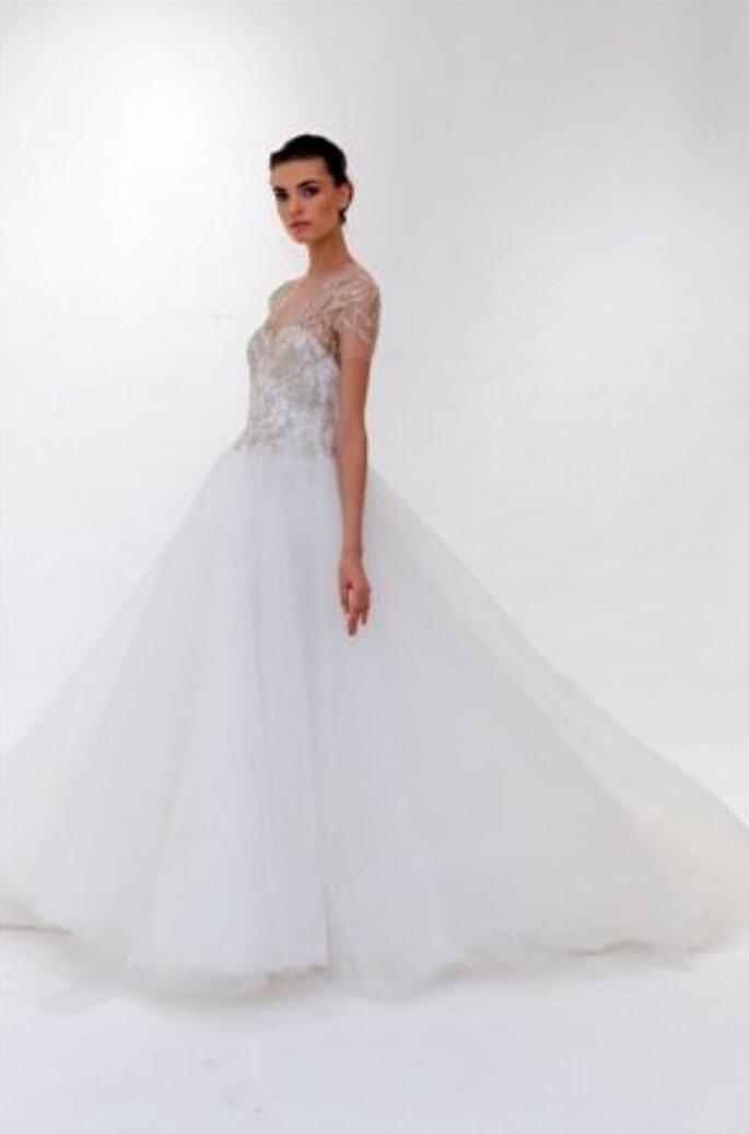 Un modello della nuova collezione Marchesa 2012