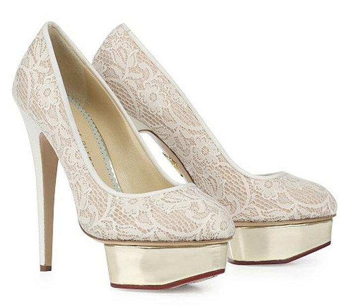 Zapato de novia de encaje. Foto: Charlotte Olympia