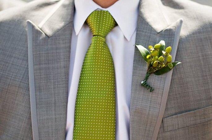 Harmonisches Duo: Krawatte und Ansteckstrauß des Bräutigams – Foto:  Sarah Postma Photography