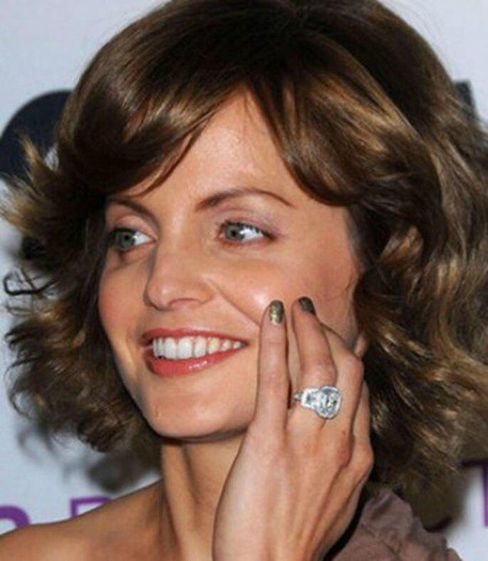 Anello di fidanzamento da 8 carati per l'attrice Mena Suvari. Foto www.donnamoderna.com