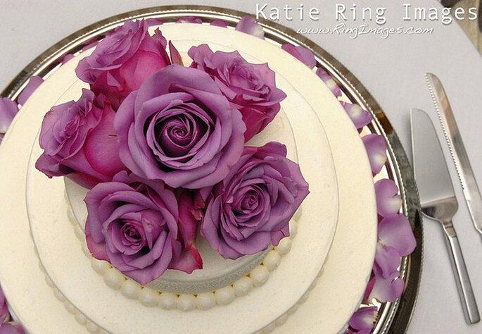 Clásico pastel con flores en la cima. Foto: Katie Ring