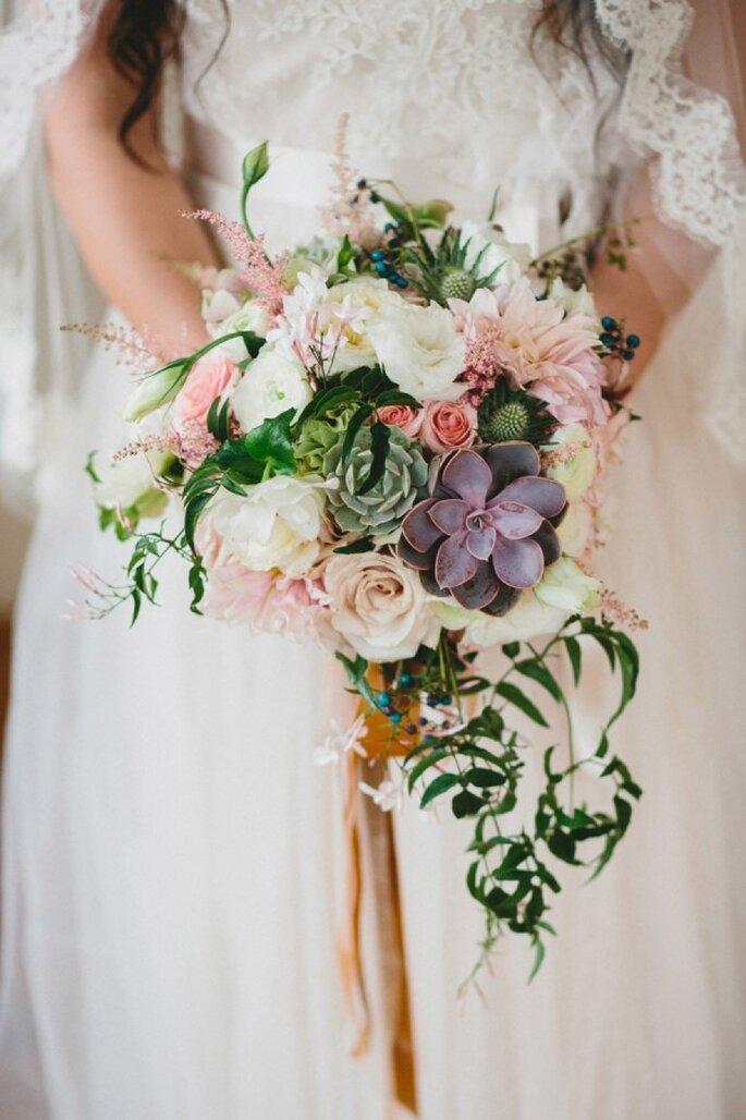 Muestra tu estilo con un ramo de novia impresionante - Foto Braun Photography
