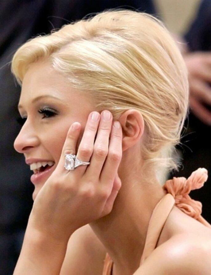 24 carati e 4,7 milioni di dollari per l'anello di fidanzamento dell'ereditiera Paris Hilton. Foto www.gossip.fanpage.it