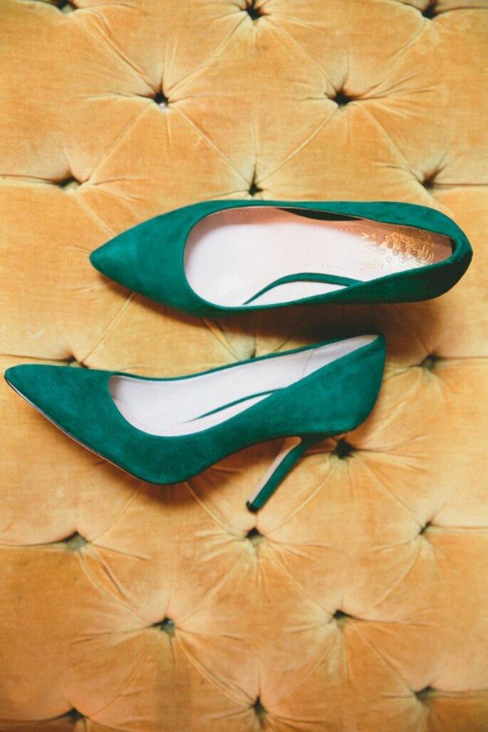 Zapatos en color esmeralda, lo mejor para tu look de novia - Foto onelove Photography