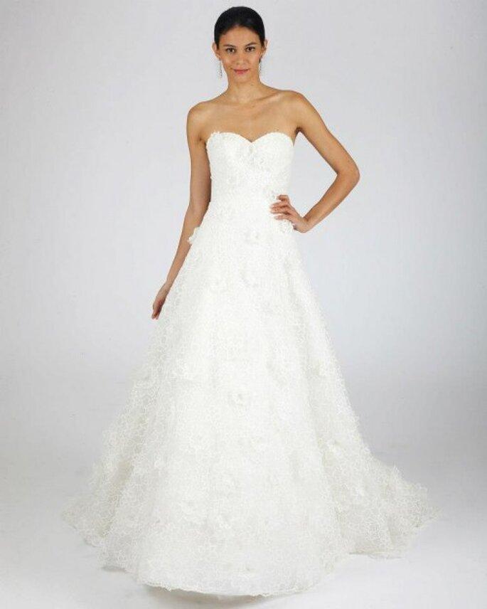 Vestido de novia para otoño corte princesa con escote strapless y falda vaporosa - Foto Oscar de la Renta