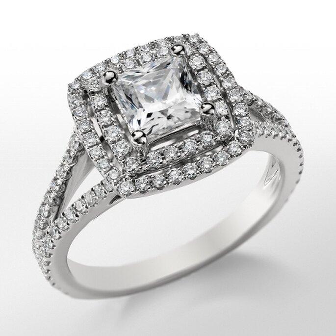 Anillo de compromiso estilo cojín lleno de diamantes de moda en 2013 - Foto Blue Nile