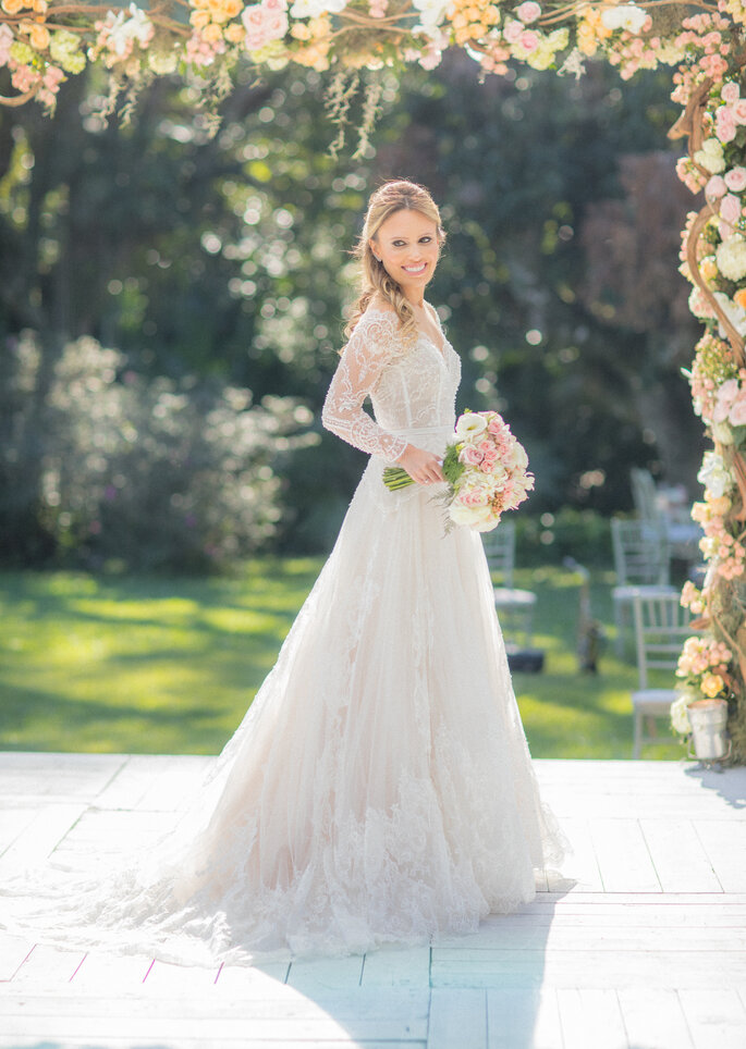 Vestido de noiva: Atelier Carol Hungria - Foto: Rodrigo Sack