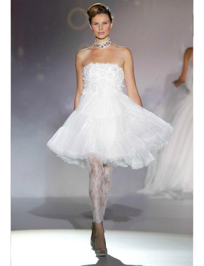 """Trägerloses kurzes Brautkleid im """"Ballett-Stil"""". Kollektion 2012 von Novia d'Art."""