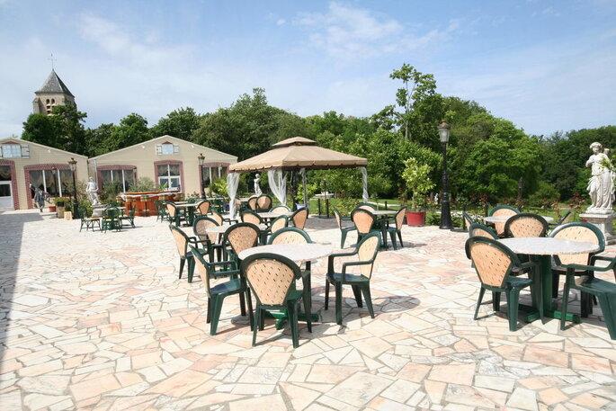 Une jolie terrasse en pierre où organiser un cocktail ou un vin d'honneur lors de votre mariage