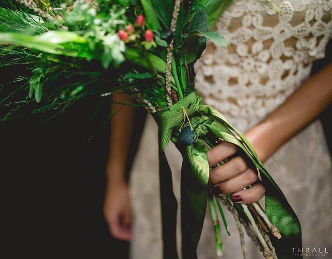 Buquê de noiva com fitas