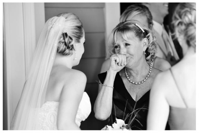 Las fotos obligadas de la novia con su mamá - Foto Natalie Franke Photography