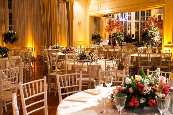 Cadeiras brancas para casamento