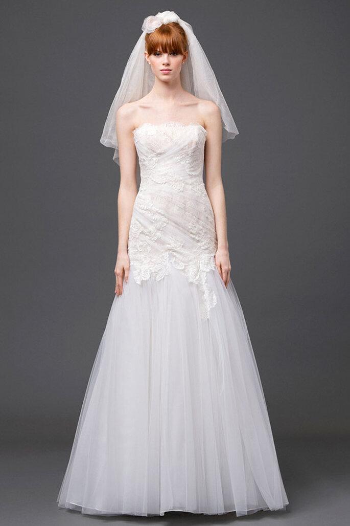 Vestido de novia 2015 con corte sirena reinventado, escote palabra de honor, falda de tul y corpiño bordado con encaje - Foto Alberta Ferretti