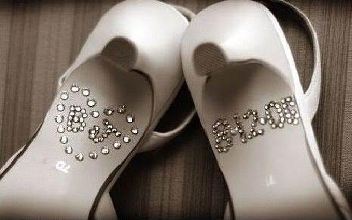 Data e iniziali degli sposi sulla suola delle scarpe