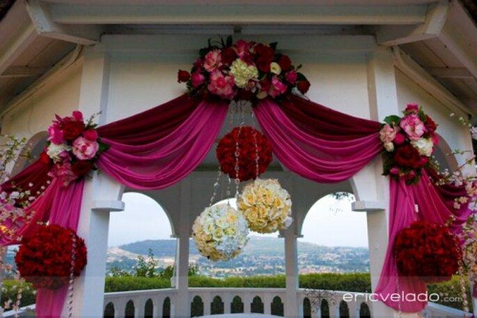 Auch der Altar kann in Rot-Nuanchen geschmückt werden – Foto: eric velado