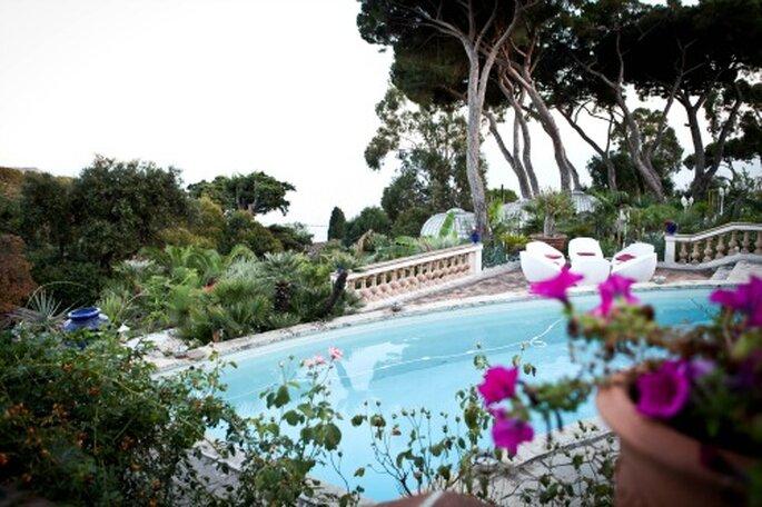 Mariage au bord d'une piscine à Toulon - Photo Carnets de Mariage