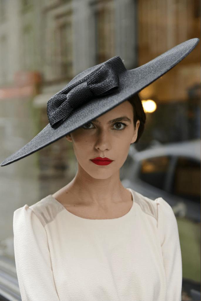 Foto: Mademoiselle Chapeaux -O que usar com vestido de festa no frio?
