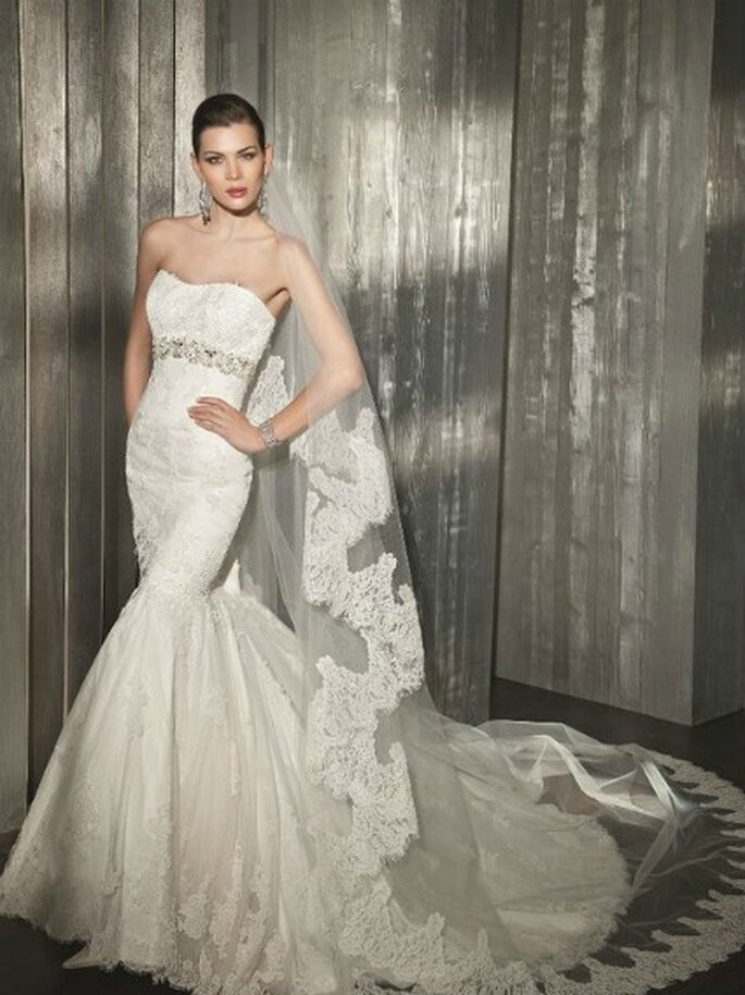 Robe de mariée 7502 - Source : Cosmobella 2012