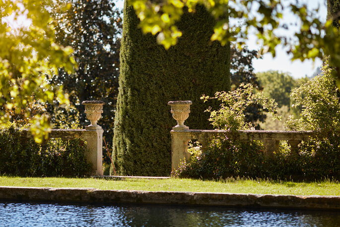 Château de Sannes - l'étang du château au bord duquel se promènent les mariés