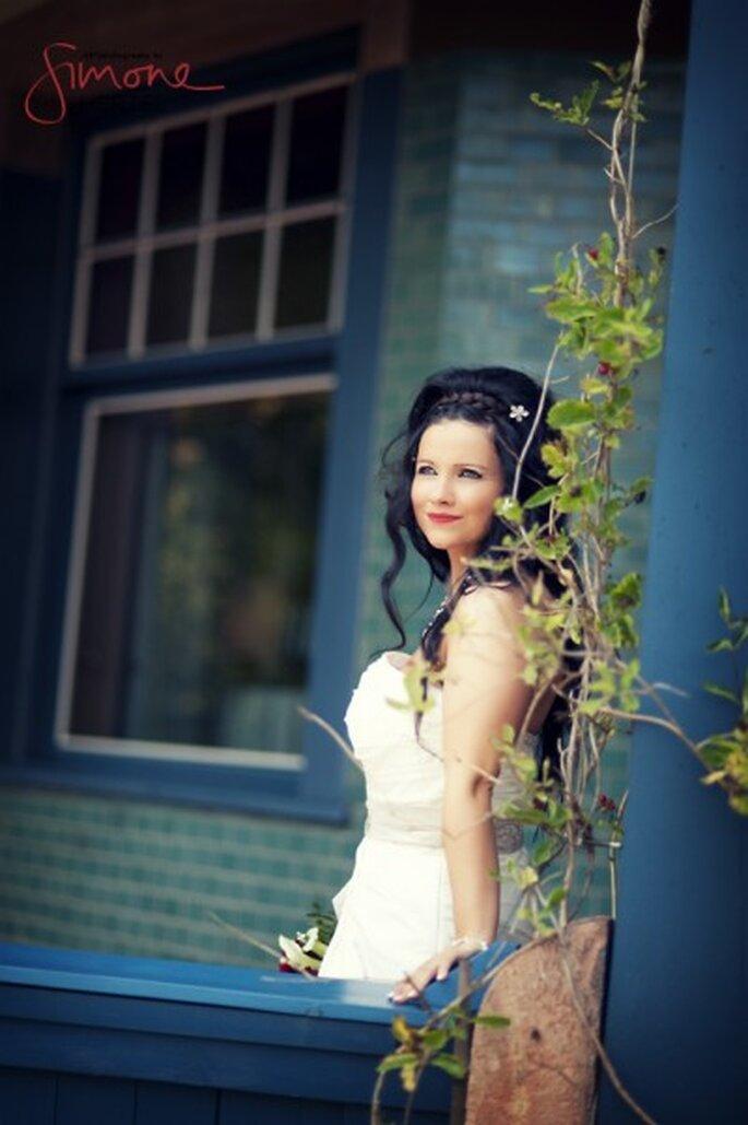 Schneewittchen-Look: Braut mit roten Lippen - Foto: Simone Hertel