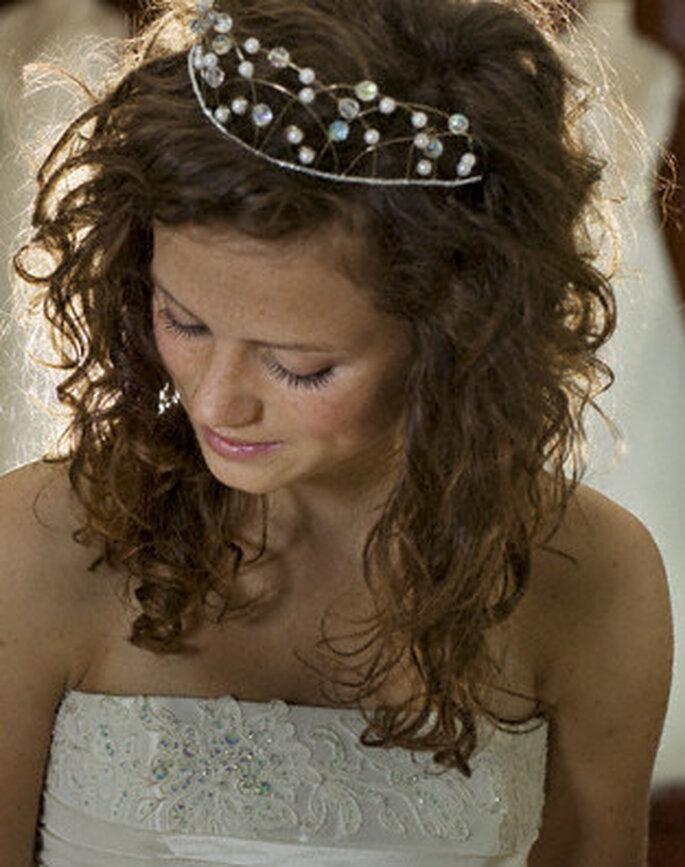 Una diadema puede ser otra elegante opción en joyería