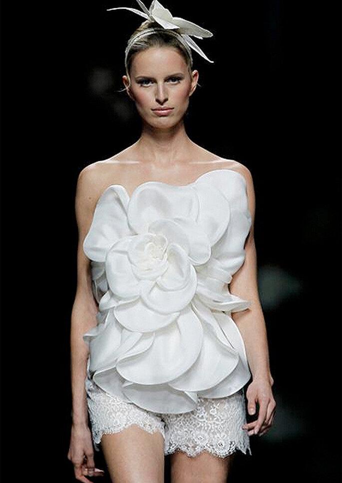 El modelo VADUZ, con top y shorts de novia a juego. Foto: Pronovias