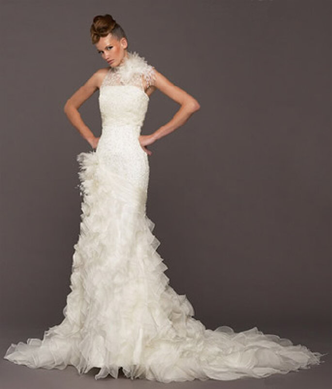 Vestito da sposa con piume by Model Noivas