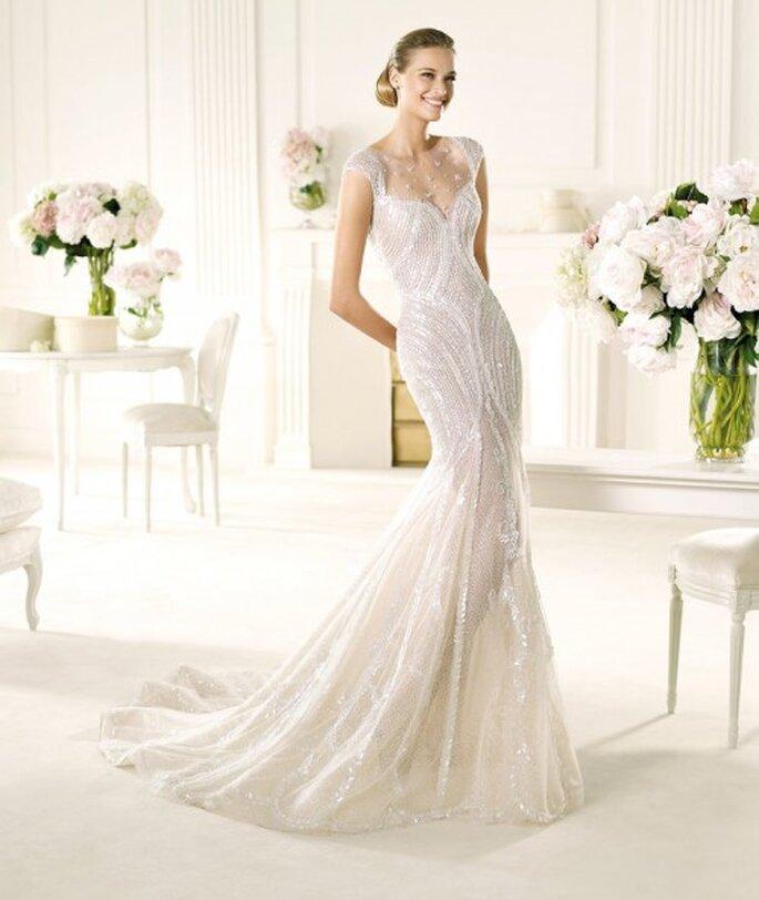 Vestido de novia Pronovias corte sirena modelo ventura con brocados y detalles en relieve