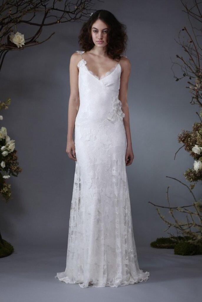 Vestido de novia 2014 con silueta holgada, tirantes discretos y escote pronunciado - Foto Elizabeth Fillmore