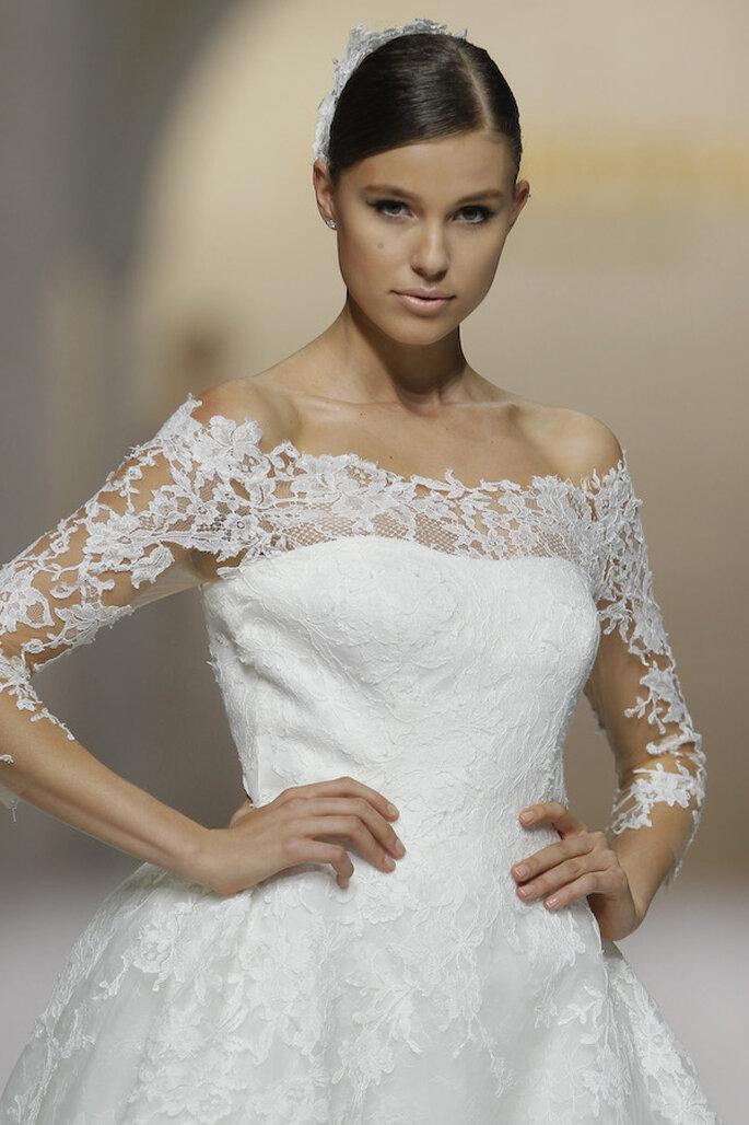 Vestidos de novia 2015 con hombros caídos - Foto Pronovias
