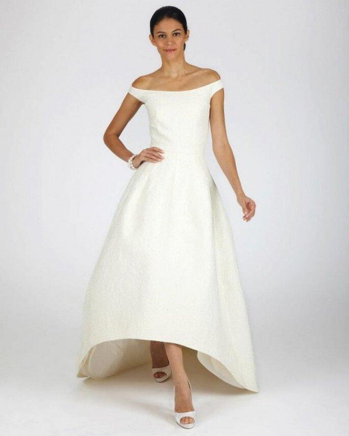 Vestido de novia para otoño con cuello extendido y acabado asimétrico en la cauda - Foto Oscar de la Renta