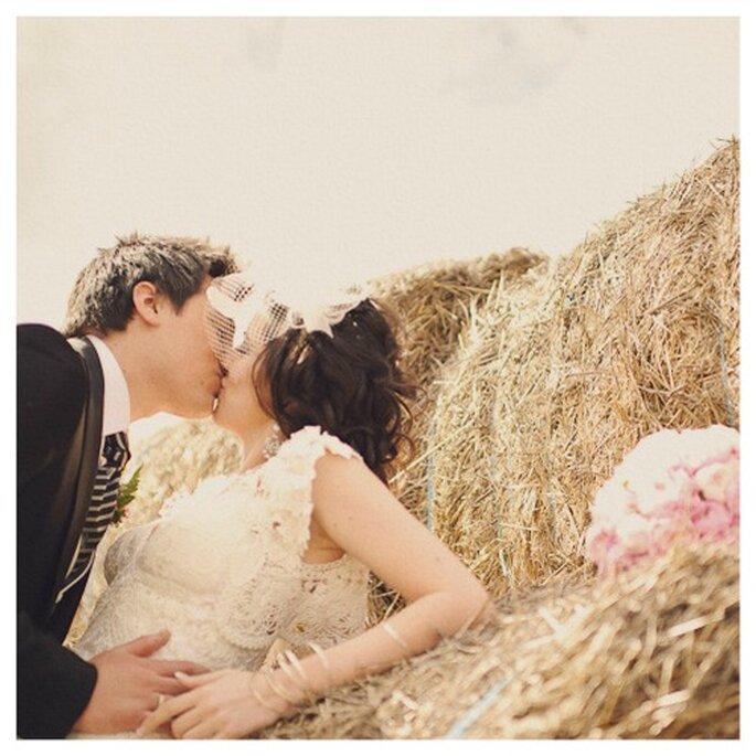 Las bodas rústicas proporcionan un entorno súper romántico para tus fotos de boda. Foto: Fran Russo