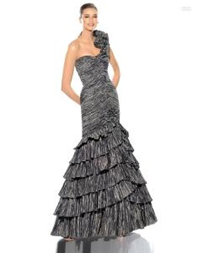 Pronovias Cóctel 2010 - Junio, vestido largo gris de corte sirena, escote transversal