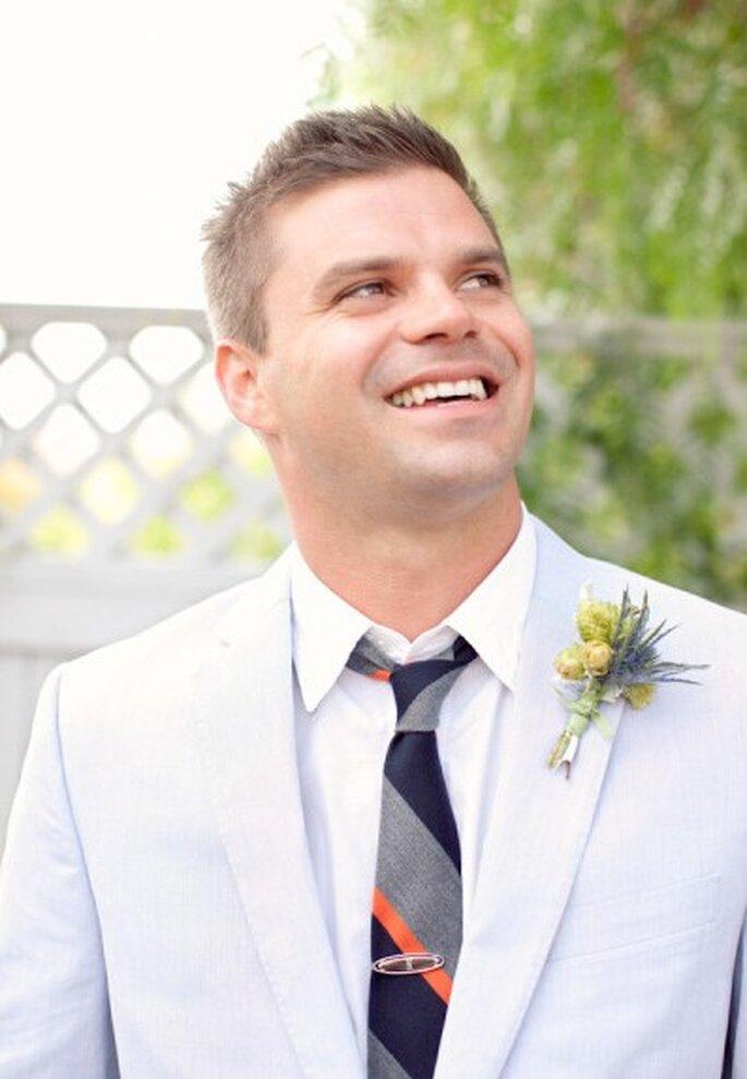 Auch der Bräutigam treibt es bunt – mit bunten Krawatten – Foto: Jen Lauren Grant