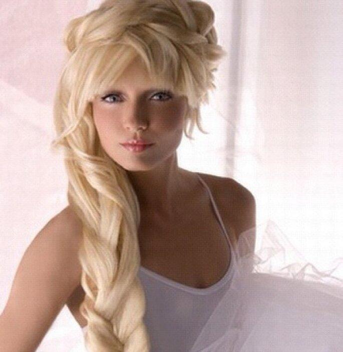 Mit Haarverlängerungen lassen sich tolle Brautfrisuren machen – Foto: instagram/hairextensionsshop