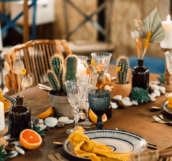 Decoração de mesa de casamento com fruta e cactos