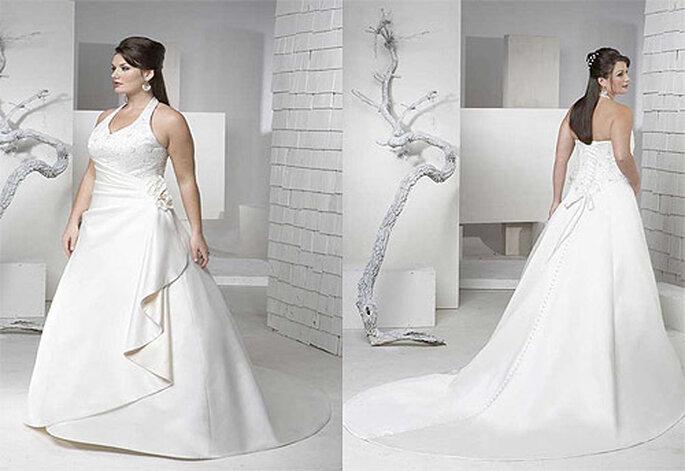 Vestido de novia de talla grande, con escote halter. Foto: Brideway