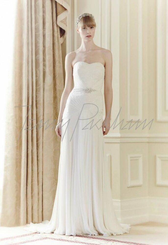Vestido de novia sencillo en color blanco con escote strapless - Foto Jenny Packham