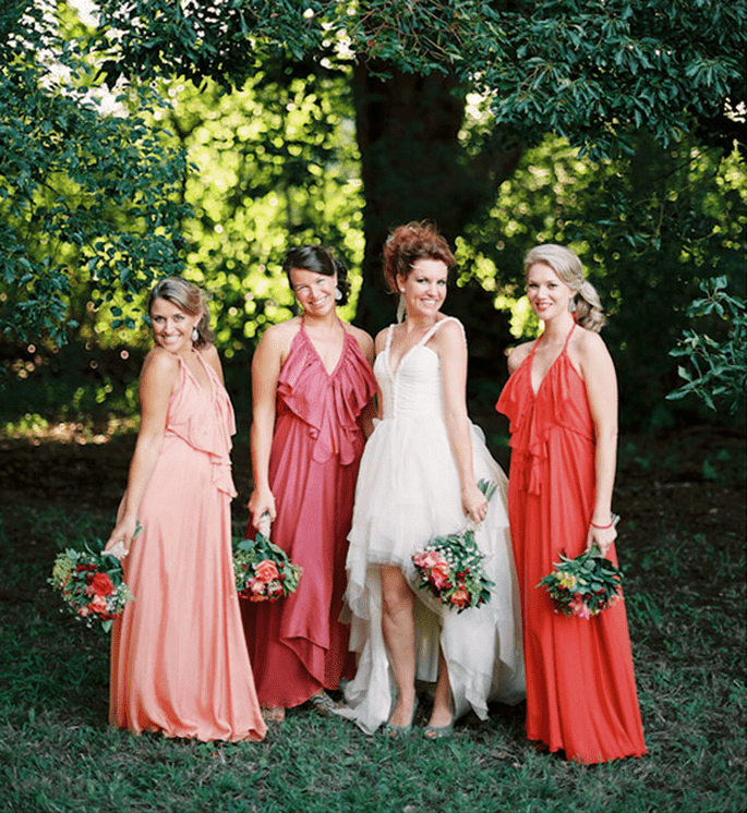 Vestidos para damas de boda en tendencia - Foto Feather + Stone
