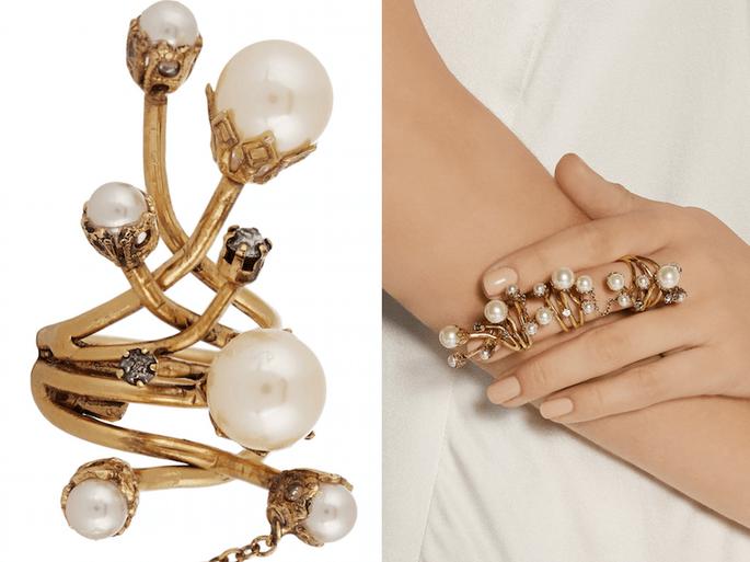 Accesorios en color dorado para invitada de boda fashionista - Erickson Beamon en Net a Porter