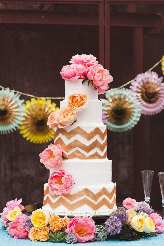 Tu pastel de bodas plagado de peonías - Foto White Rabbit Studios