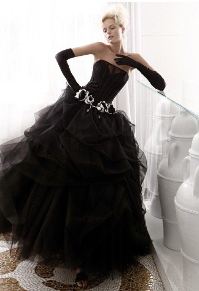 L'abito da sposa total black è una scelta azzardata ma che vi farà ricordare da tutti! Abito Atelier Aimèe Montenapoleone Collezione Bianco e Nero