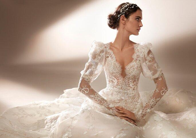 Pronovias Premiere 2021 Vestido de novia con corte en a y escote de pico
